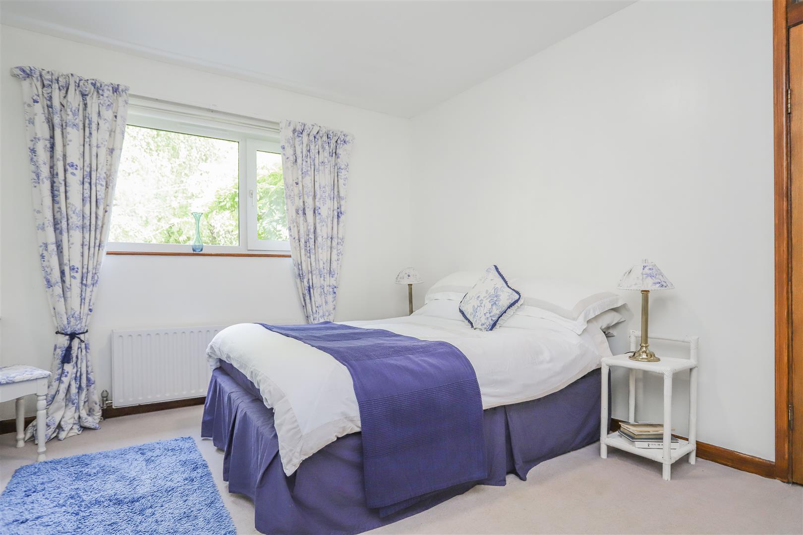 5 Bedroom Detached House For Sale - 14.JPG